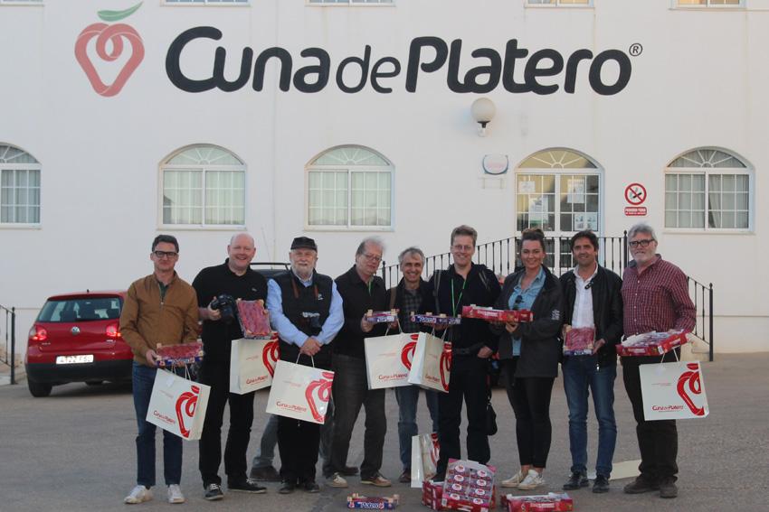 Periodistas alemanes se interesan por las berries y actividad de Cuna de Platero