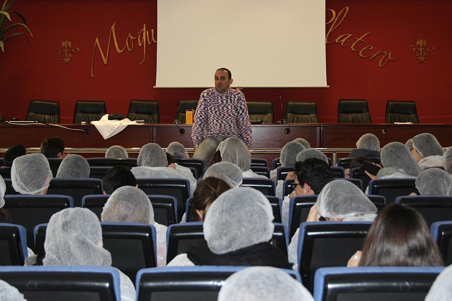Cuna de Platero difunde su gestión sostenible del agua a unos 80 alumnos del IES Juan Ramón Jiménez de Moguer