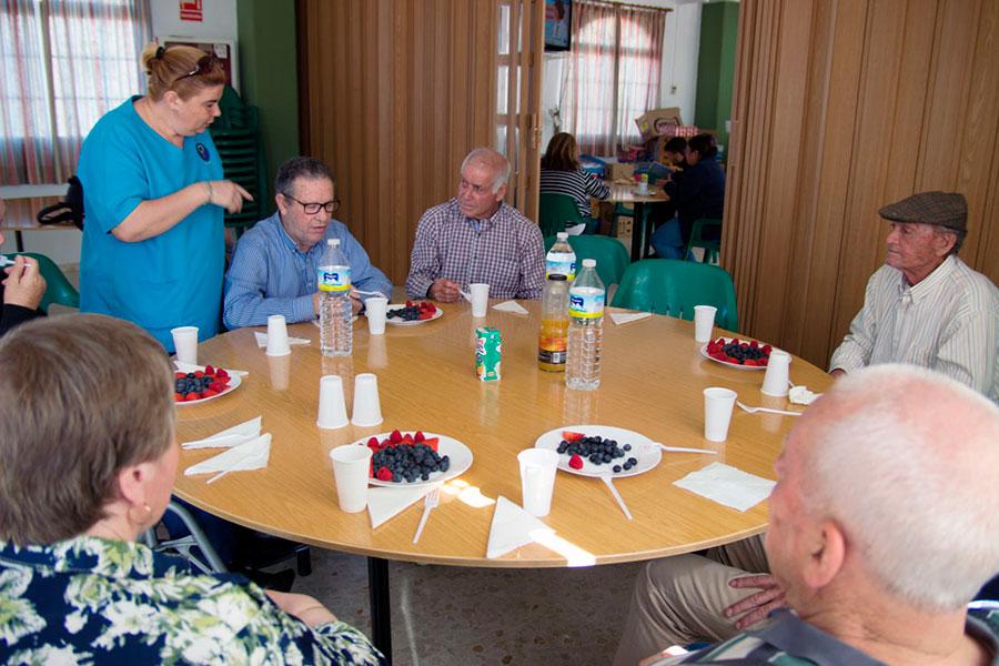 Cuna de Platero brinda en la cooperativa un desayuno saludable a los usuarios de Afame Moguer