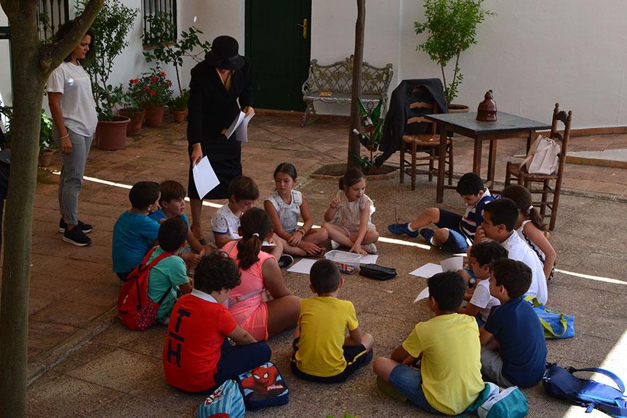 Cuna de Platero descubre a más de 30 niños las emociones básicas y el legado de Moguer