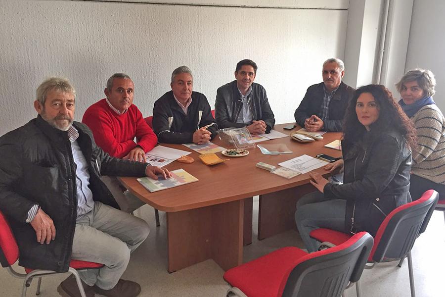 """Cuna de Platero entrega a la Asociación """"Abriendo Puertas"""" el dinero obtenido del reciclaje de cartón"""