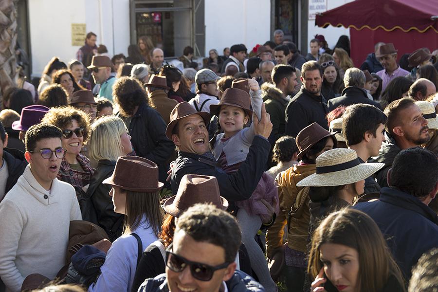 Cuna de Platero reparte 2.000 kilos de fresas en la Feria 1900 de Moguer