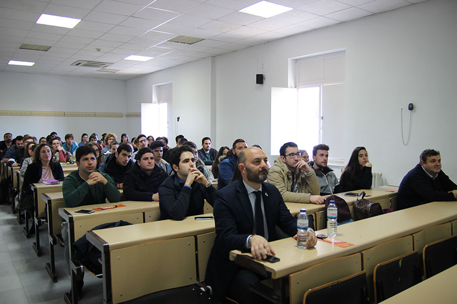 Cuna de Platero expone ante alumnos de la UHU su modelo cooperativo y la apuesta por la I+D+i y revolución digital