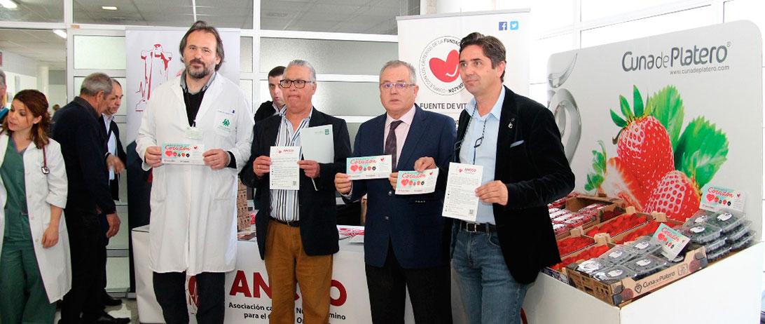 Cuna de Platero difunde la alimentación cardiosaludable con la entrega de frutos rojos en el hospital Juan Ramón Jiménez
