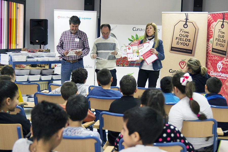 """Cuna de Platero arranca la V edición de """"Fresayunando"""" con la participación de 2.500 niños"""
