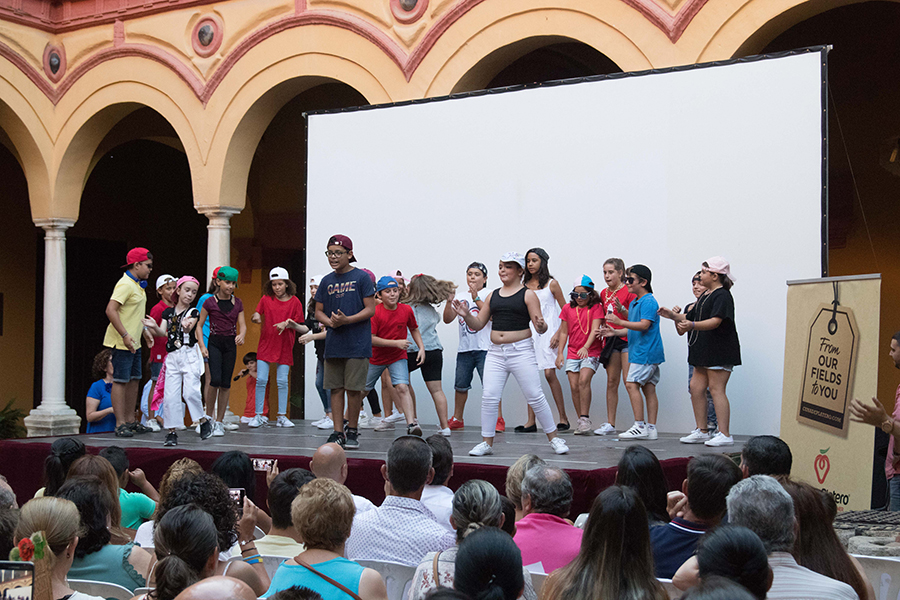 Cuna de Platero clausura sus campamentos de verano con una película documental sobre Moguer